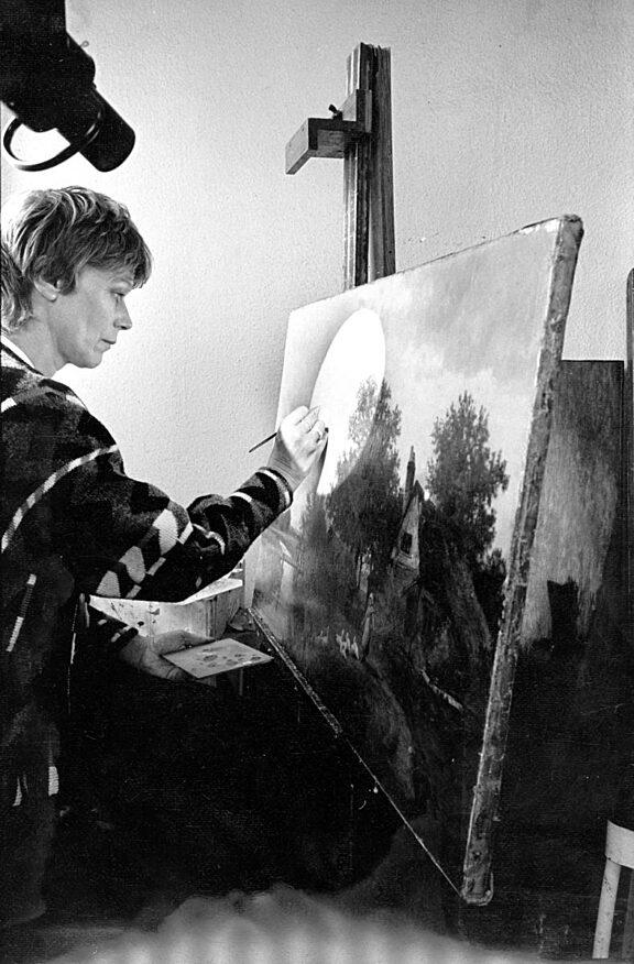 Studio artist Harriet Owen Hughes